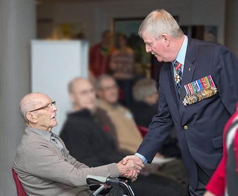 Veteran Alonzo Barry, aged 95 years, meeting General Hillier.