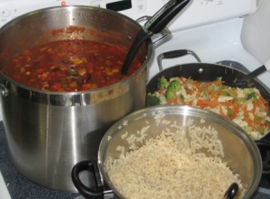 Vegetarian chili, brown rice and chicken stir-fry served to participants of the Choosing Healthy Foods and Beverages workshop