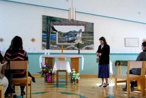 Chaplain Linda Maher conducting the funeral service for Waterford patient Joanie Pitcher