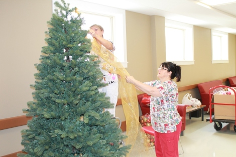 Dietary team members and sisters, Gina Smith and Gail Hart, decorating pedways.