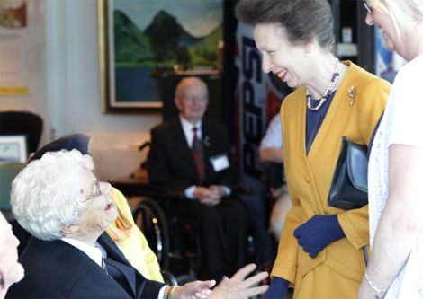 Ida Leonard, veteran of the Royal Air Force and Scottish war bride, shares her experiences with Princess Anne.