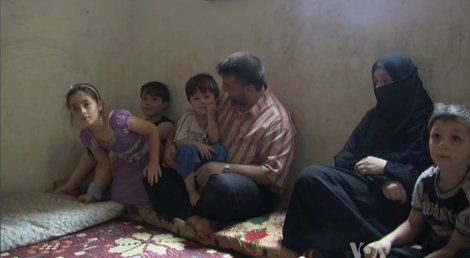 Syrian refugees in Lebanon living in cramped quarters (6 August 2012). Creative Commons.
