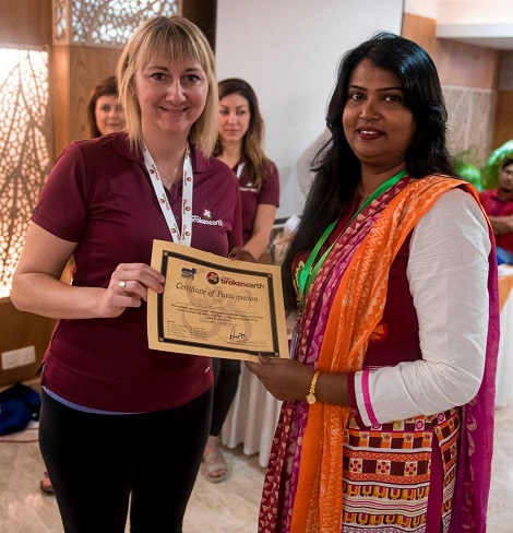 Crystal Northcott presents certificate of participation to attendee. Photo by Travis C Horn.